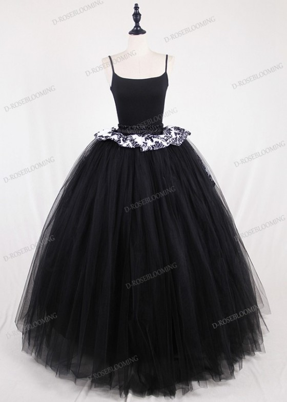 Black Gothic Tulle Long Skirt with Train D1S009